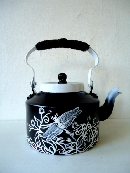 Dragonfly Tea Kettle | Craft by artist Rithika Kumar | Aluminium