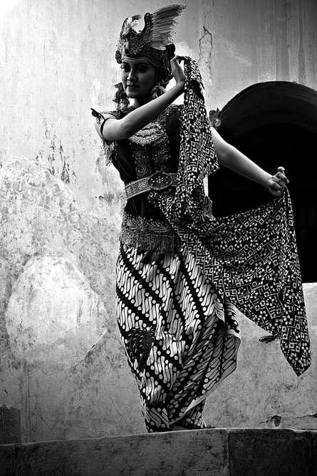 Gambyong dancer potrait   Photography by artist Rahmat Nugroho   Art print on Canvas