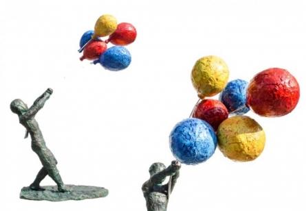 Holding On | Sculpture by artist Nimeshh Pilla | aluminum, fiber