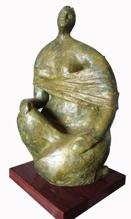 Sitting Lady 2 | Sculpture by artist Shankar Ghosh | Bronze