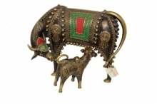 Brass Sculpture titled 'Cow With Calf' by artist Kushal Bhansali