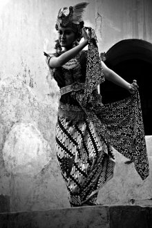 Rahmat Nugroho | Gambyong dancer potrait Photography Prints by artist Rahmat Nugroho | Photo Prints On Canvas, Paper | ArtZolo.com