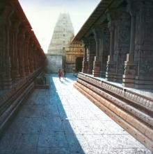 Pravin Pasare Paintings | Oil Painting title Virupaksha Temple Hampi 1 by artist Pravin Pasare | ArtZolo.com